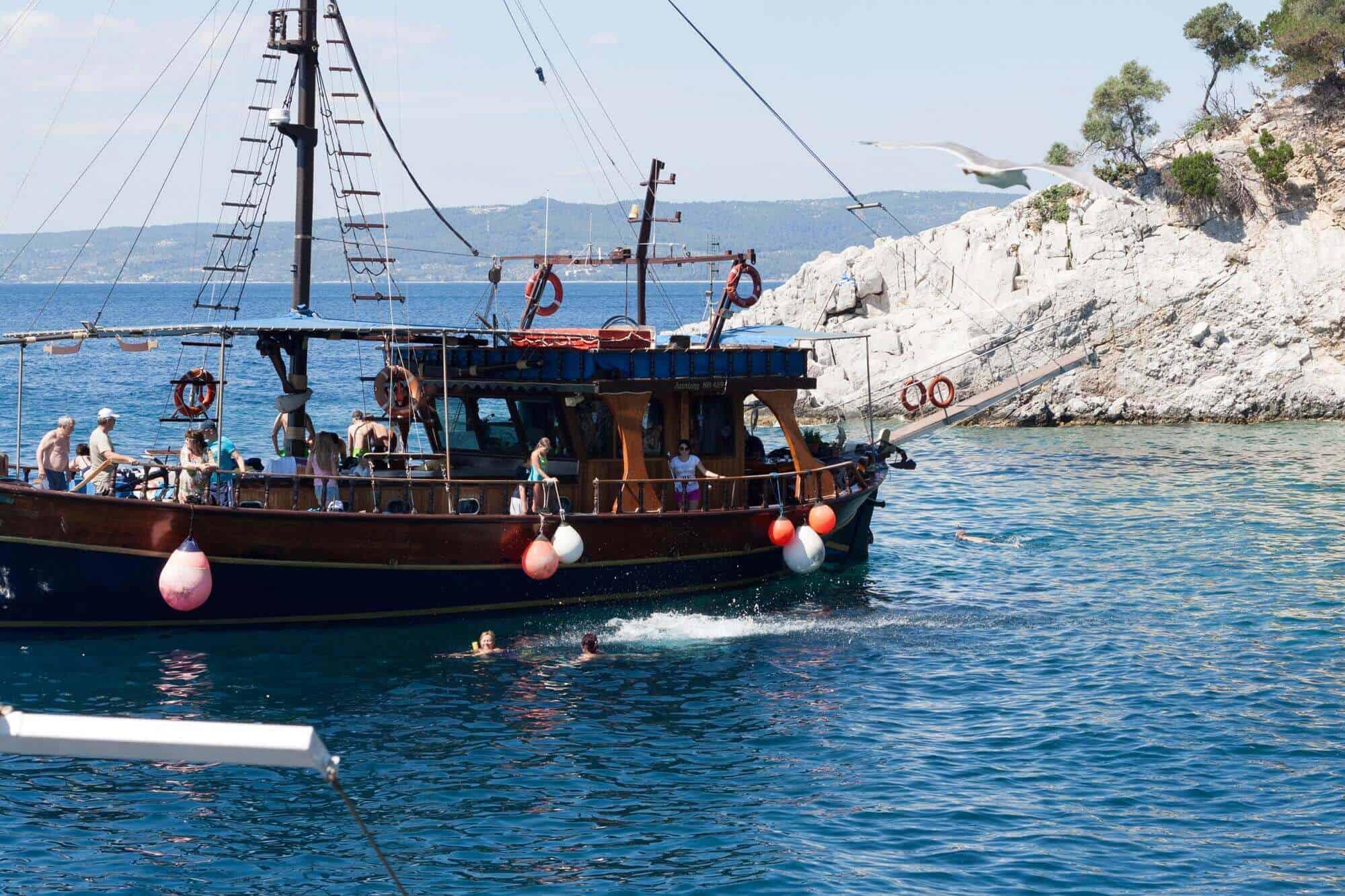 Ein anderes Boot ist auch zum Schwimmen rausgefahren