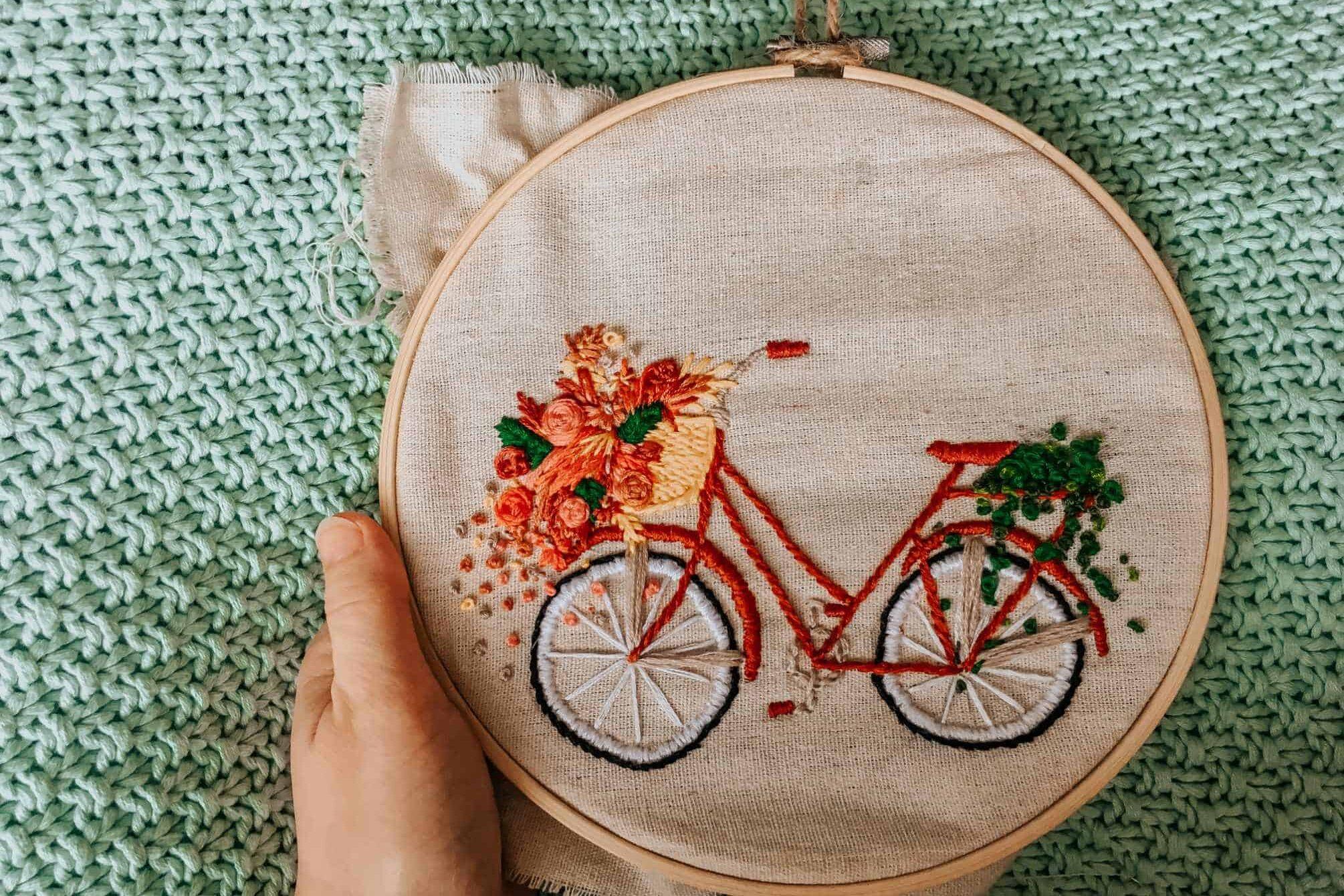 Fahrrad mit Blumen gestickt